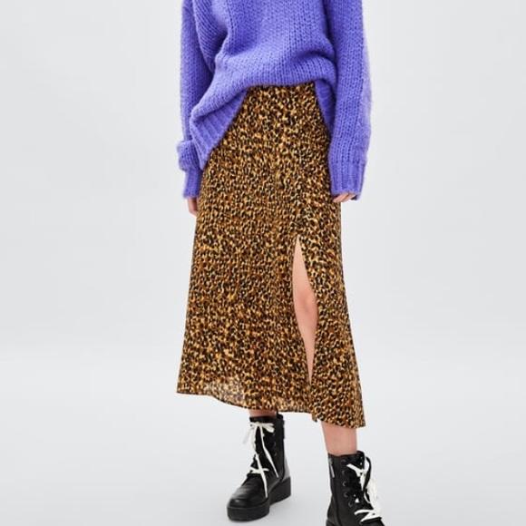 a5a58320 Zara Cheetah Print Midi Skirt